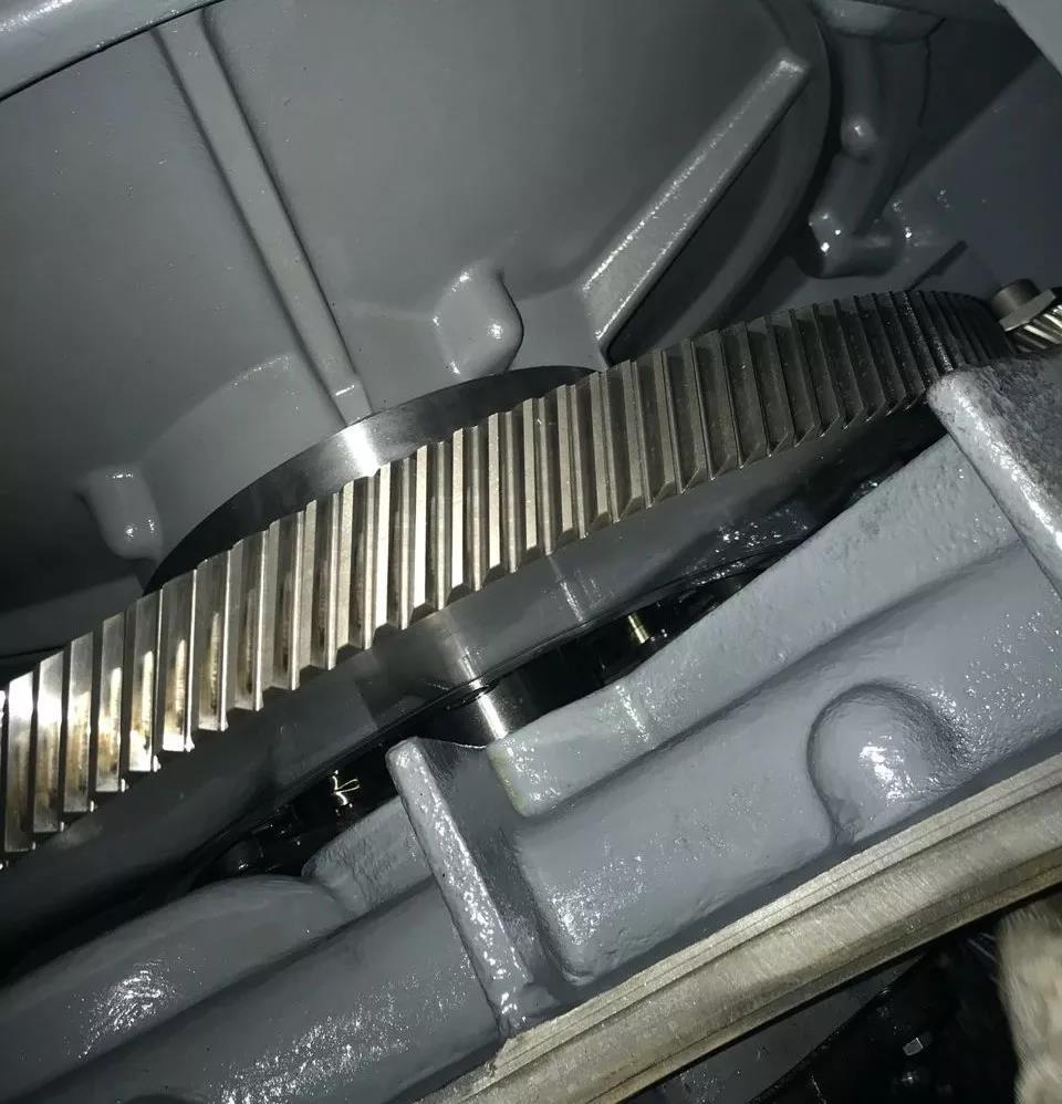浅谈空压机齿轮箱的使用和保养